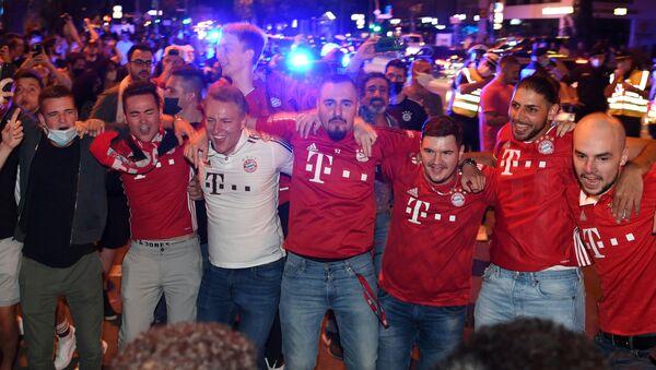 Hinchas del Bayern celebran el triunfo en la Liga de Campeones - Sputnik Mundo