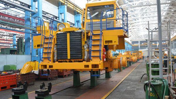 Fábrica de camiones BelAZ - Sputnik Mundo