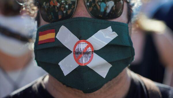 Una protesta contra medidas de confinamiento en España - Sputnik Mundo