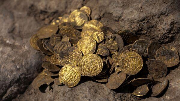 Un antiguo tesoro de los tiempos del Califato Abasí - Sputnik Mundo