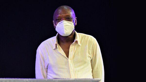Same Eitel, camerunés de 47 años que ayudó a inmigrantes durante la pandemia - Sputnik Mundo