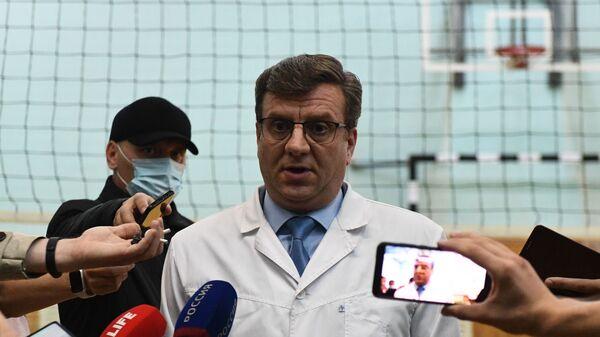 Alexandr Murajóvski, el médico jefe del hospital en Omsk donde estuvo Navalni tras sentirse mal - Sputnik Mundo
