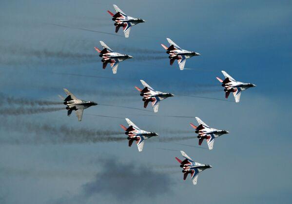Los cazas y helicópteros más potentes de Rusia exponen su maestría en Army 2020   - Sputnik Mundo