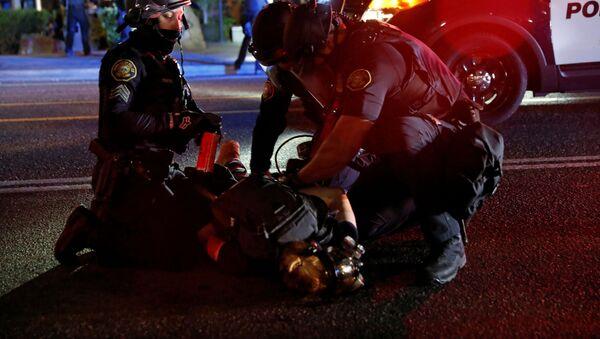 Detenciones durante las protestas en Portland - Sputnik Mundo
