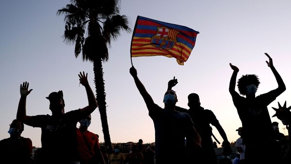 Protestas por la salida de Messi del Barcelona - Sputnik Mundo