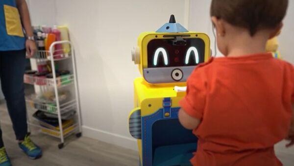 Bito, el androide que cheque la salud de los más pequeños en una escuela de Madrid - Sputnik Mundo