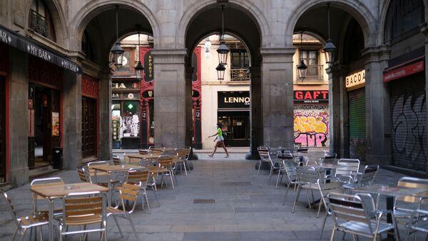 Terrazas vacías en Plaça Reial, Barcelona - Sputnik Mundo