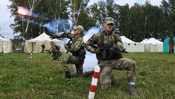 Militares bielorrusos durante maniobras (imagen referencial) - Sputnik Mundo