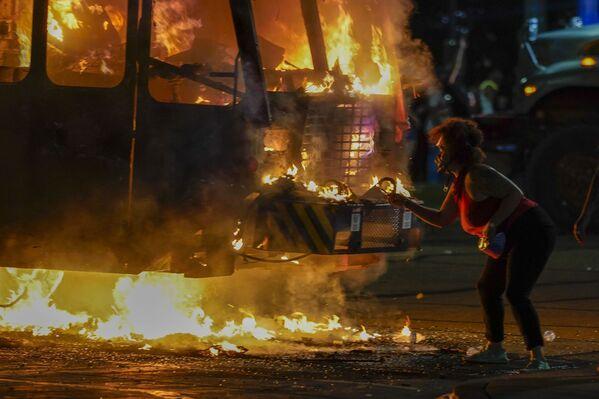 Protestas, acrobacias y coronavirus: la semana en las instantáneas más llamativas   - Sputnik Mundo