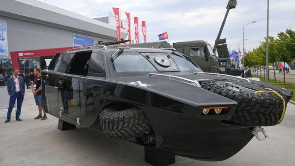 El auto anfibio Drozd en el foro militar Army 2020 - Sputnik Mundo