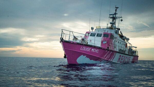 El barco de rescate de migrantes Louise Michel financiado por Banksy - Sputnik Mundo