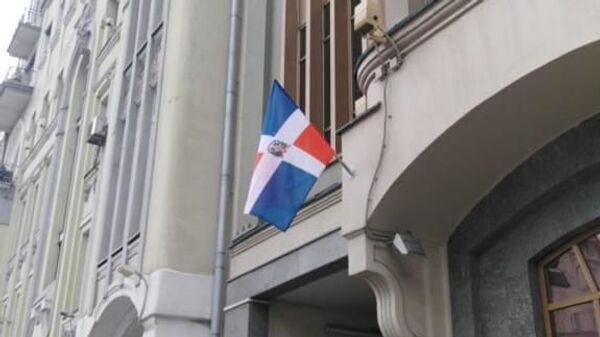 La bandera dominicana en la embajada de la República en Moscú - Sputnik Mundo