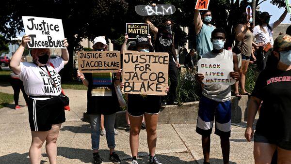Las protestas contra la brutalidad policial y la discriminación racial en Wisconsin, EEUU - Sputnik Mundo