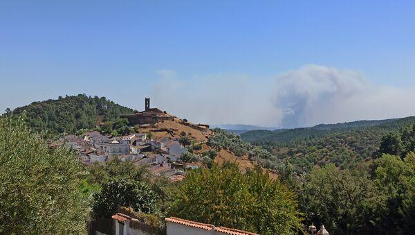 Incendios forestales en la Sierra de Huelva, España - Sputnik Mundo