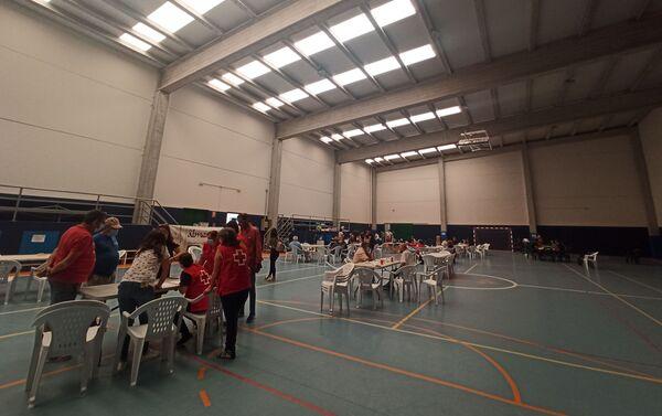 El polideportivo de Almonaster la Real acoge a los desalojados por el incendio - Sputnik Mundo