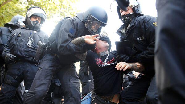 Protestas en Berlín contra las medidas ante el COVID-19 del Gobierno de Alemania - Sputnik Mundo