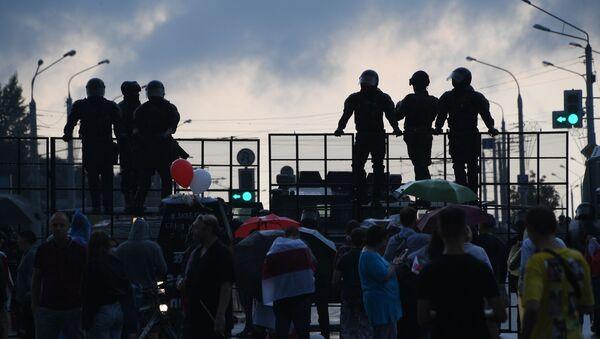 Una protesta en Minsk, Bielorrusia - Sputnik Mundo