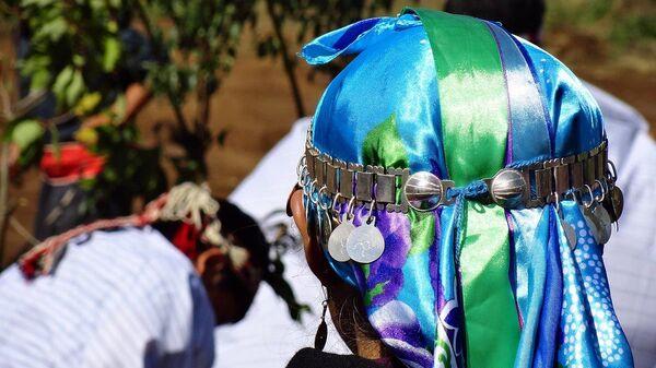 Mujer mapuche en ceremonia - Sputnik Mundo