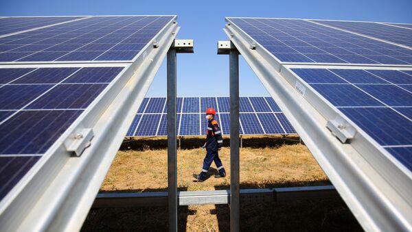 Planta solar en la ciudad rusa de Volgogrado - Sputnik Mundo