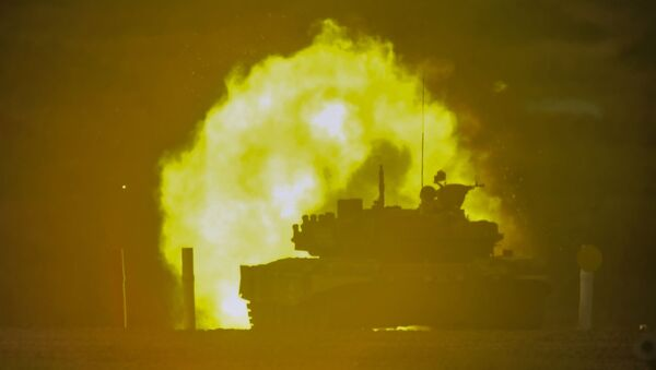 Un tanque de Uzbekistán en el Biatlón de Tanques - Sputnik Mundo