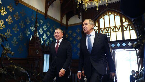 El canciller bielorruso, Vladímir Makéi, y el canciller ruso, Serguéi Lavrov - Sputnik Mundo