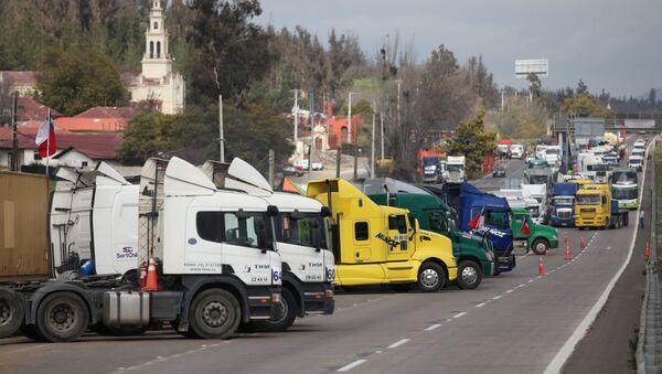 Transportistas chilenos en huelga - Sputnik Mundo