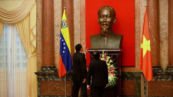 Los presidentes de Venezuela y Vietnam, Nicolás Maduro yTruong Tan Sang, junto al busto de Ho Chi Minh - Sputnik Mundo