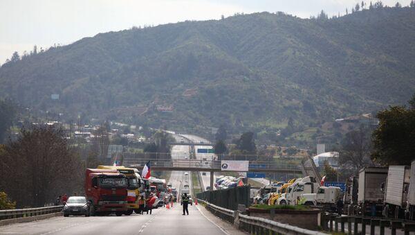 Camioneros chilenos durante la huelga - Sputnik Mundo