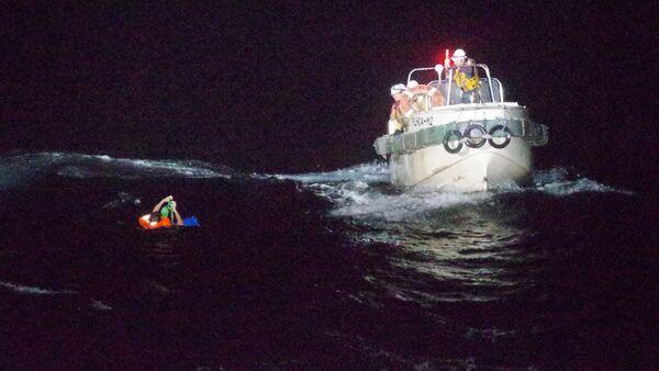 Rescate de un tripulante del buque Gulf Livestock 1 - Sputnik Mundo