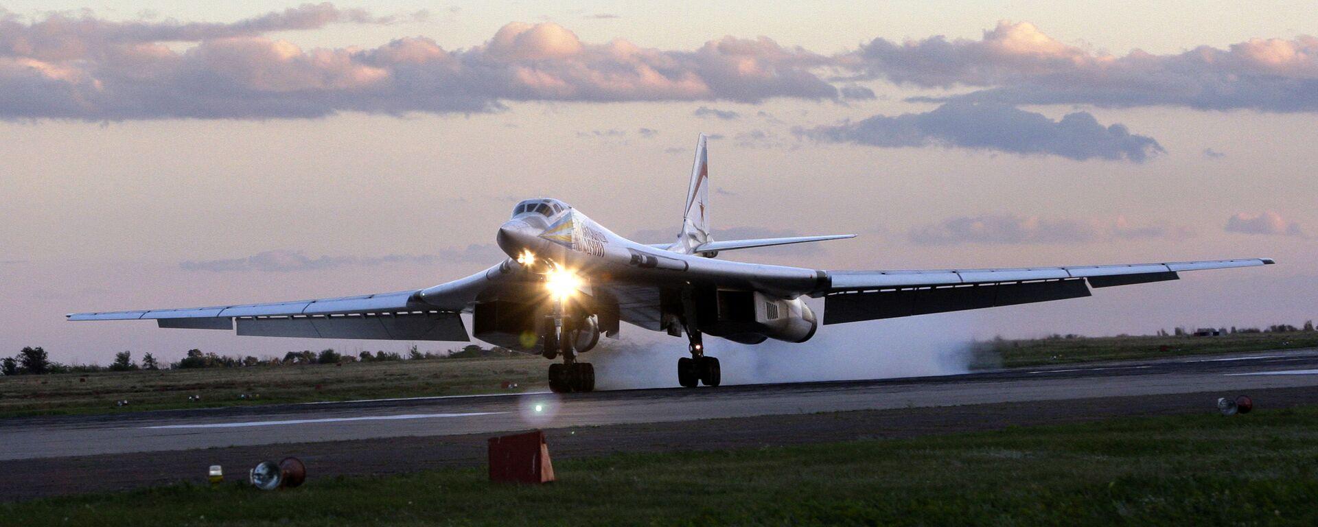El bombardero estratégico ruso Túpolev Tu-160 - Sputnik Mundo, 1920, 20.02.2021