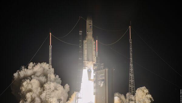 Despegue del cohete Ariane 5 desde Kourou (Guayana Francesa) - Sputnik Mundo