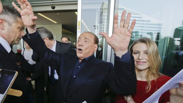 Ex primer ministro italiano, Silvio Berlusconicon su hija Barbara - Sputnik Mundo