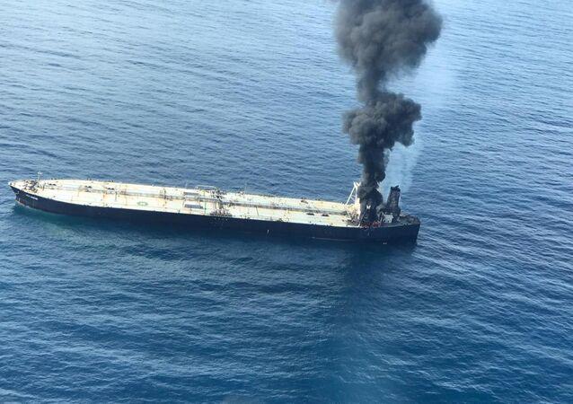 Buque petrolero New Diamond en el océano Índico