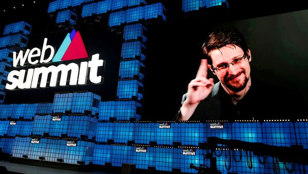 Edward Snowden, exempleado de la Agencia de Seguridad Nacional - Sputnik Mundo