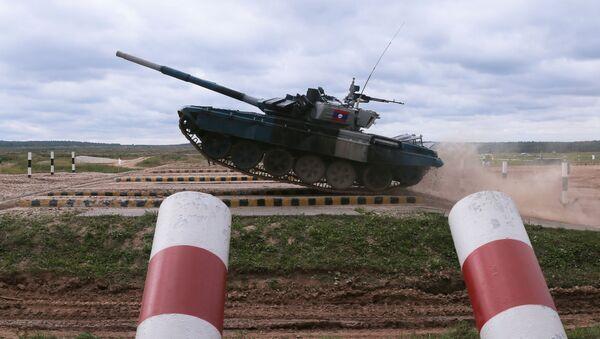 Un tanque de Laos en el Biatlón de Tanques - Sputnik Mundo