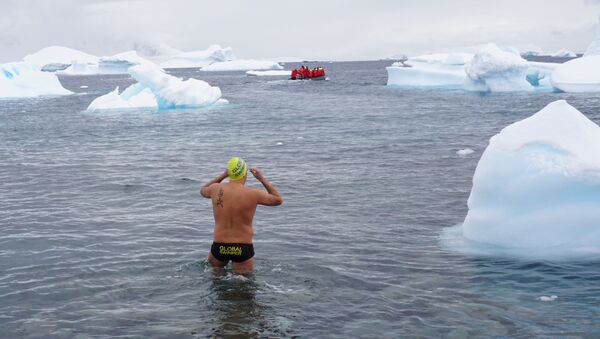 Diego López en la Antártida - Sputnik Mundo