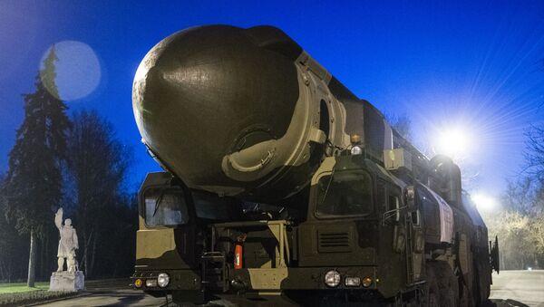 Lanzadera de misiles balísticos Topol - Sputnik Mundo