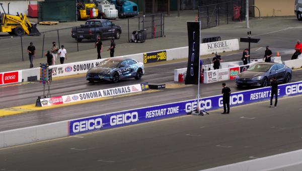 El nuevo vehículo eléctrico de Lucid Motors rompe el récord de aceleración de Tesla - Sputnik Mundo
