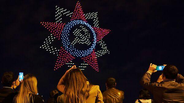 Miles de drones sobrevuelan San Petersburgo para recordar el 75 aniversario del fin de la Segunda Guerra Mundial - Sputnik Mundo