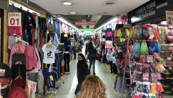 Las tiendas y galerías pudieron reabrir siguiendo un protocolo sanitario básico - Sputnik Mundo
