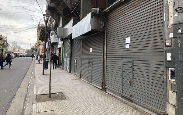 Los locales a la calle no permiten el acceso al público, lo que afecta a algunos rubros más que otros - Sputnik Mundo