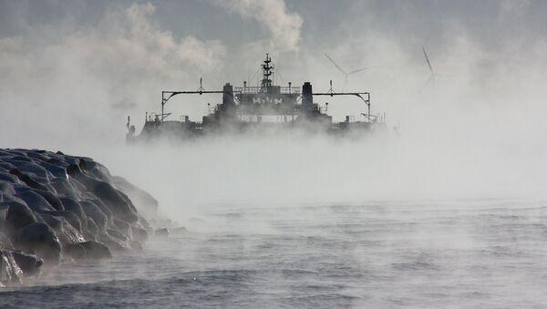 Un barco en la niebla (imagen referencial) - Sputnik Mundo