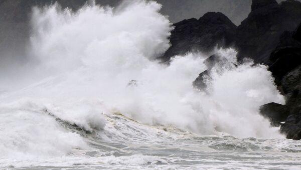Tifón Haishen en las costas de Japón - Sputnik Mundo