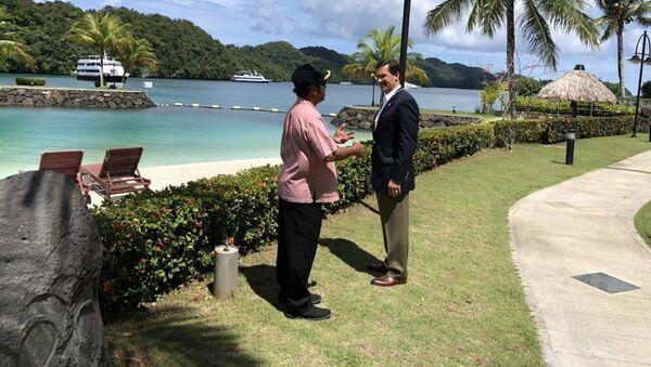 Tommy Remengesau Jr., presidente de Palaos, y Mark Esper, secretario de Defensa de EEUU - Sputnik Mundo