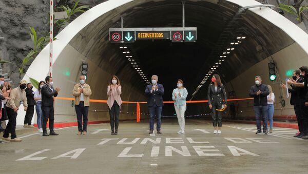 El presidente de Colombia, Iván Duque, junto a otras autoridades en la inauguración del Tunel de la Linea - Sputnik Mundo