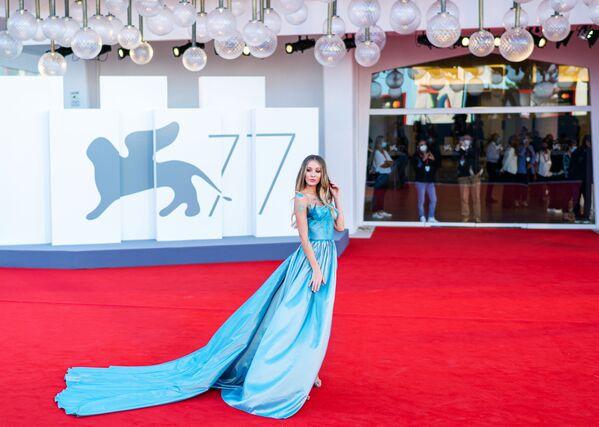 Итальянская модель, актриса Эрика Аурора на красной дорожке 77-го Венецианского кинофестиваля - Sputnik Mundo