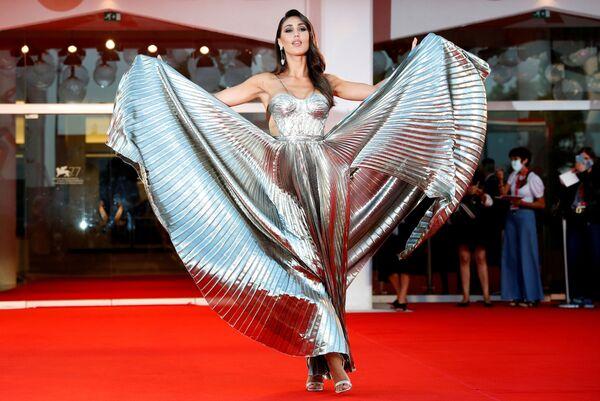 Модель Сесилия Родригес на красной дорожке 77-го Венецианского кинофестиваля - Sputnik Mundo