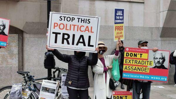 Los defensores de Julian Assange ante la Corte Criminal Central de Londres - Sputnik Mundo