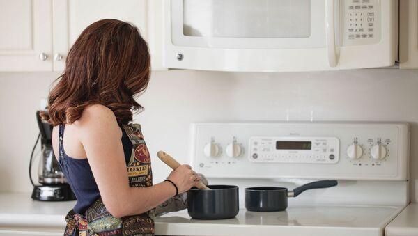 Una empleada doméstica, imagen referencial - Sputnik Mundo