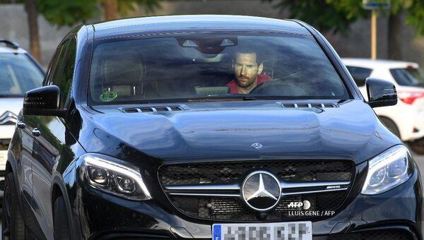 Leo Messi a su llegada a la Ciutat Esportiva Joan Gamper de Barcelona - Sputnik Mundo